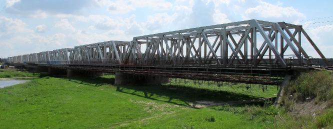 Most kolejowy nad rzeką Wartą